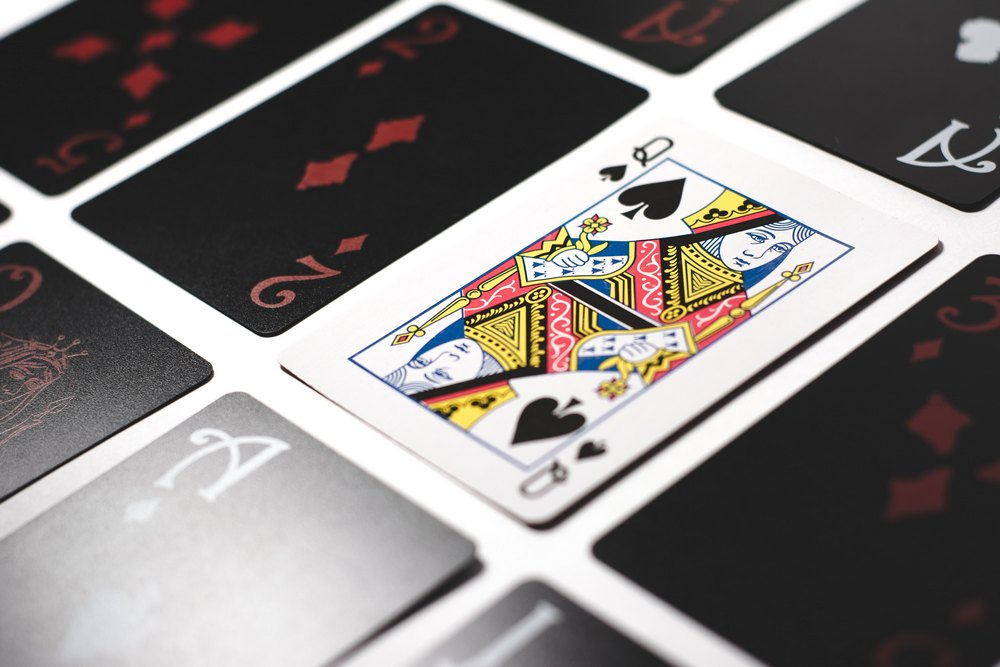 Red Dog on korttipelien piilotettu helmi